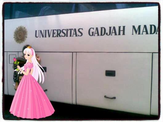 naik bas Universitas Gadjah Mada...