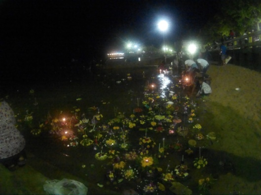 banyak lilin dah terpadan disebabkan hujan membasahi Krabi town..huhu..