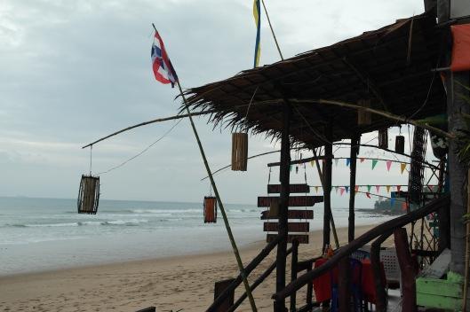 view sepanjang pantai Klong Nin..