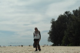 posing at the national park..like a giant..haha.,.