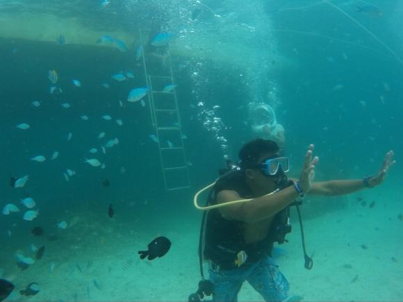 Helmet Diving at Boracay -cameraman