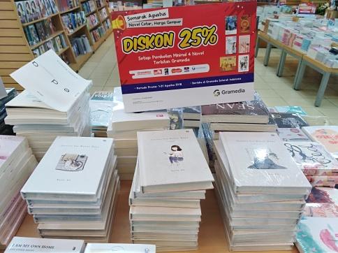 shopping books at Gramedia, Bandung
