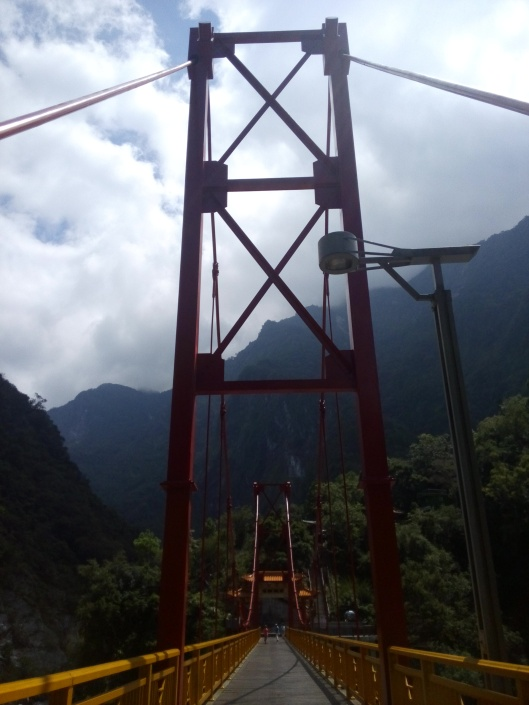 bridge to Taroko-Schlucht Hsiang-Te Temple
