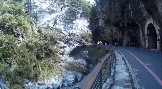 tunnel of nine turns/swallow grotto, Taroko gorge